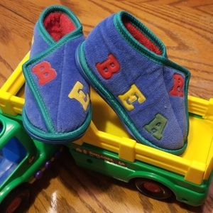 """Other - """"BEAR"""" Size S 5-6 Velcro Shoes"""